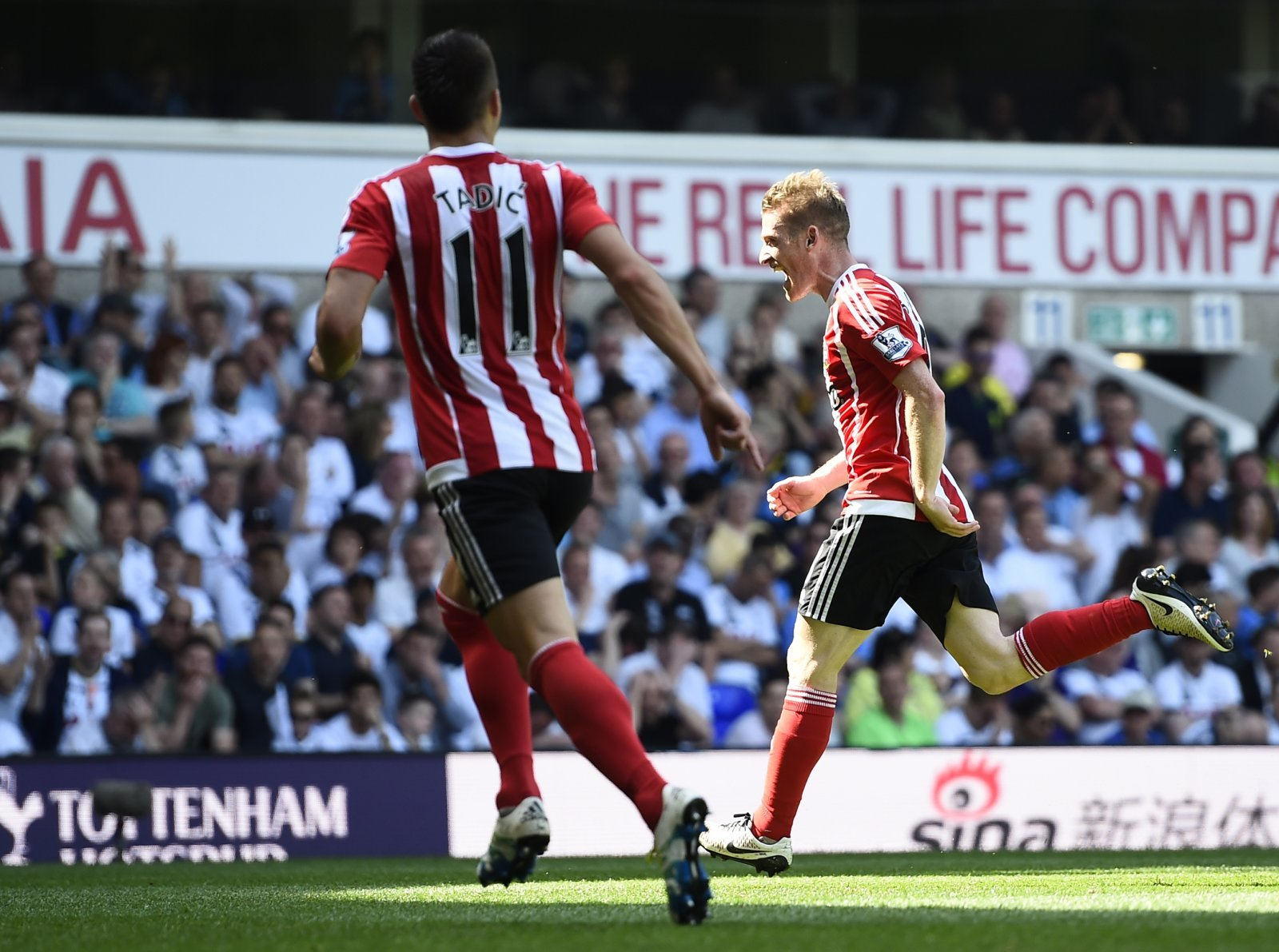 Spurs beat Southampton to maintain Chelsea chase
