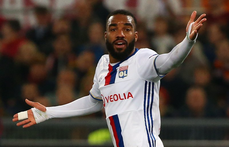 Arsenal face a delay in their bid to sign Alexandre Lacazette