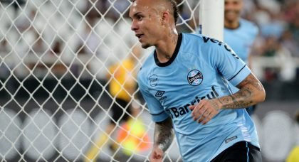 Manchester United weigh up January bid for Gremio star Everton Soares
